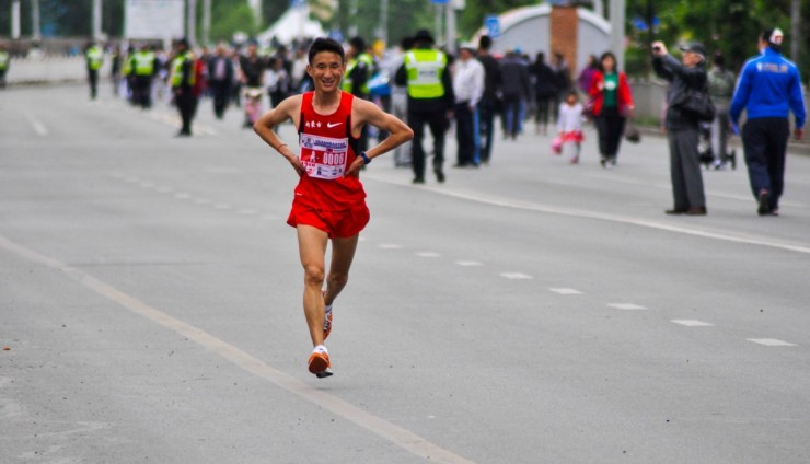 runner_marathon_tired_street_young_male_chinese_mongolia-739332
