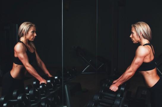 athlete_biceps_blonde_body_bodybuilding_brawny_dark_dumbbell-916700