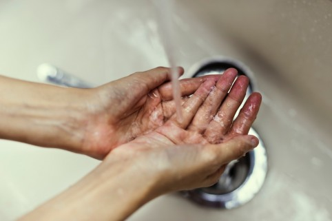 clean_close_up_flow_hands_indoors_person_sink_skin-1527811